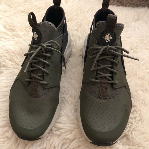 quality design ae868 17565 Men's Nike huaraches olive green